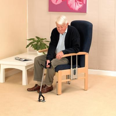 Man using Handi reacher